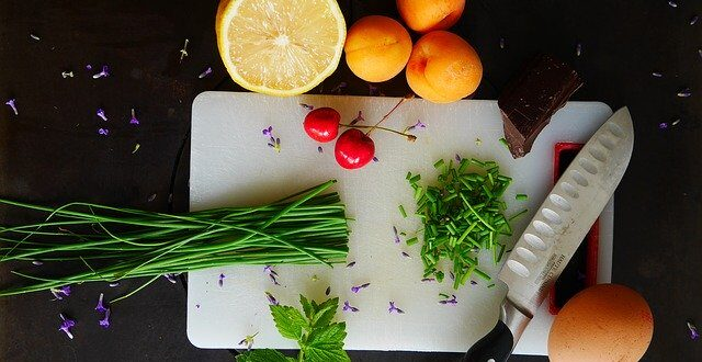 tabla de corte con verduras